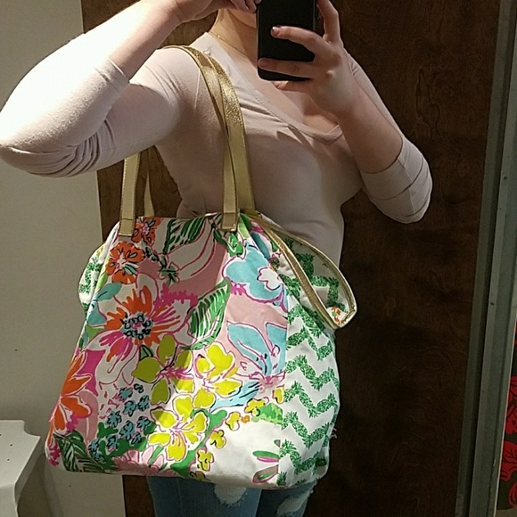 Lilly Pulitzer Handbags - Lilly Pulitzer Large Tote